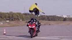 aveugle-jump-moto_82473_w620